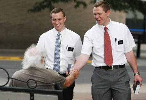 the Mormonjugen greeting an old man, just before stealing his wallet.
